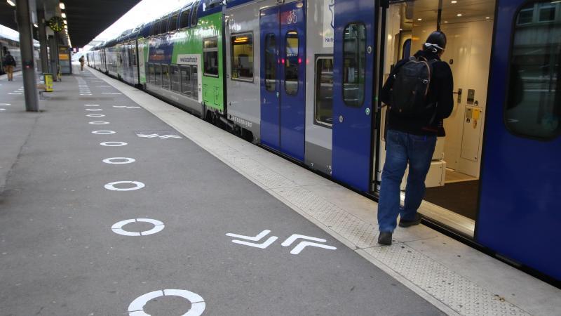 Il est toujours possible de se déplacer pour aller prendre un train, par exemple, à condition de le faire pour un motif impérieux ou professionnel.