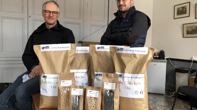 Les premières récoltes viennent d'êtres mise en sachet. Jérôme et Paul Leclercq recherchent désormais des commerçants locaux pour vendre ces premières lentilles de Fieulaine.