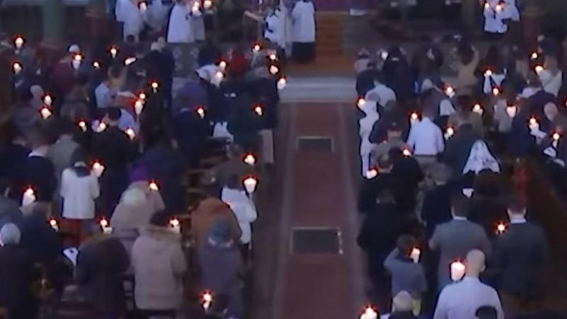 Une église bondée sans aucun respect des gestes barrière choque ce mardi matin.