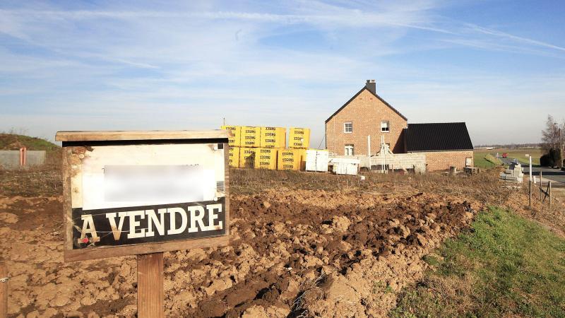 Les terrains achetés auraient été revendus en plusieurs parcelles.