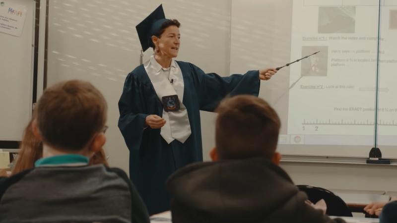 Les cours de musique, de maths, de physique ou d'EPS ont lieu en anglais, pour tous les élèves.En sixième autour du thème Harry Potter.