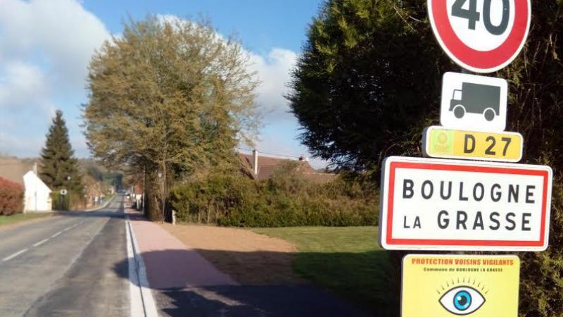 La mairie a entrepris de refaire la traversée du village en trois tranches.
