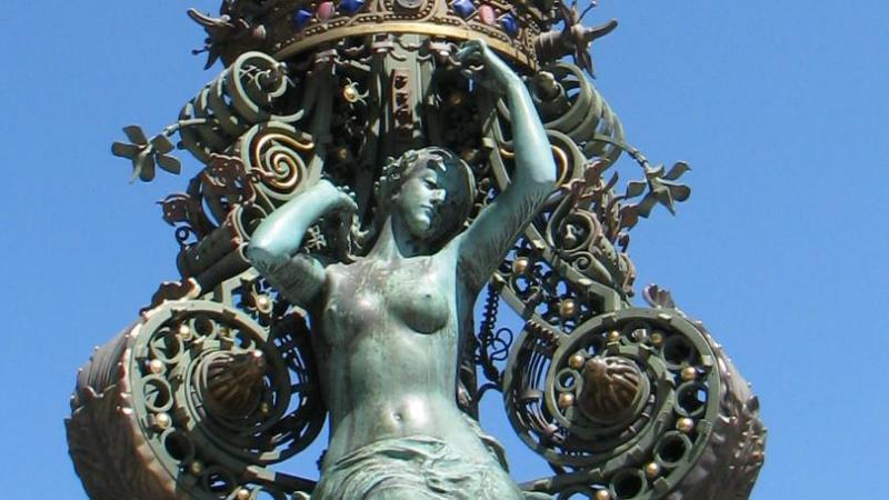 La statue de Marie Sans Chemise à Amiens.