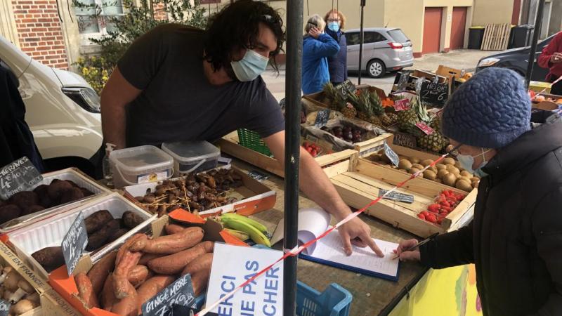 Ce vendredi 9 avril, sur le marché de Conty, les commerçants faisaient signer une pétition pour conserver ce jour de vente.