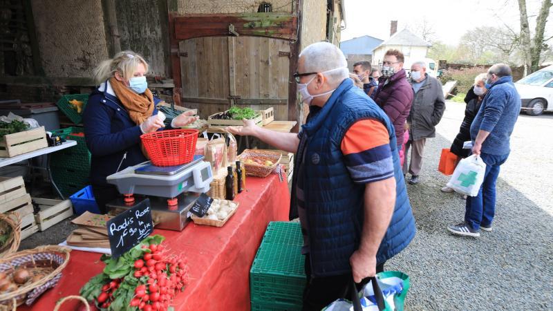 Le marché mensuel de la ferme du Hayon, à Sarcus.