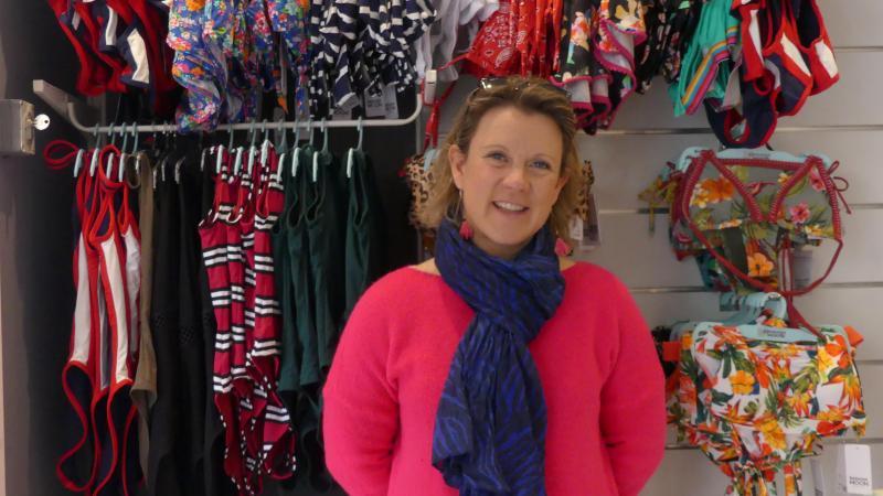 Julie Macedo se prépare à quitter sa boutique actuelle ouverte il y a huit ans pour s'installer dans un nouveau local, toujours dans la même rue.