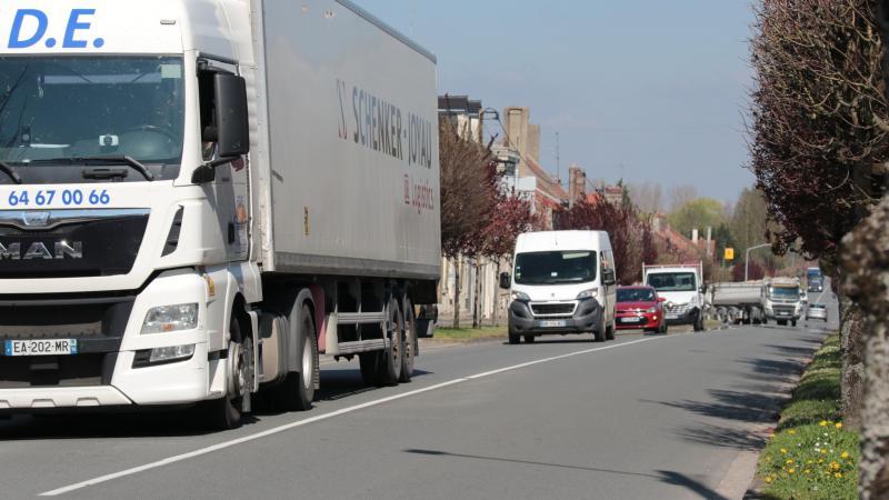 De nombreux poids lourds traversent chaque jour la ville de Verberie.