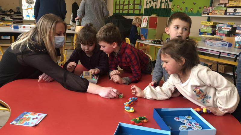 Les jeux par petit groupe ont plu aux enfants du centre de loisirs de Méharicourt.