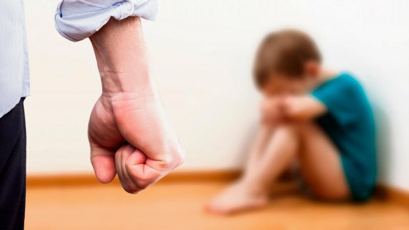 Les deux garçons auraient reçu des claques de la part de leur père.
