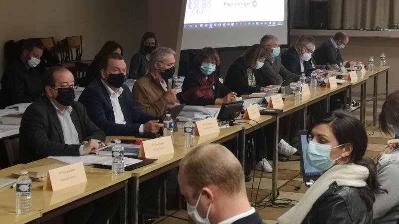 Claude Cliquet (à gauche) et les élus albertins se sont abstenus lors du vote du budget. Une première au conseil communautaire.