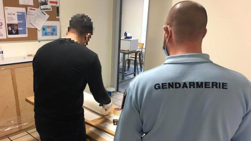Condamné à 70 heures de TIG, Zinedine a refait les peintures d'une partie des locaux de la compagnie d'Amiens. D'autres probationnaires suivront pour poursuivre le chantier.