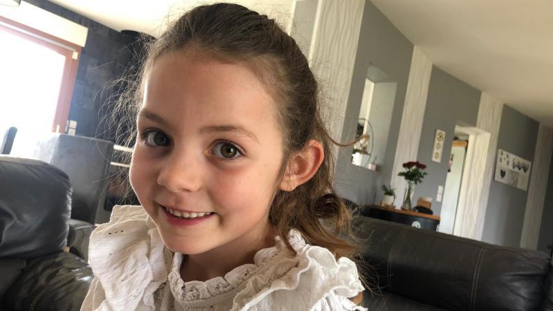 Chloé Chevallier, 7 ans, tourne un film de Jean-Jacques Annaud, «Notre Dame brûle».