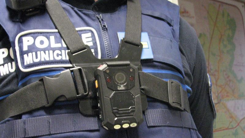 Le matériel des policiers va aussi être étoffé avec notamment des caméras-piétons.