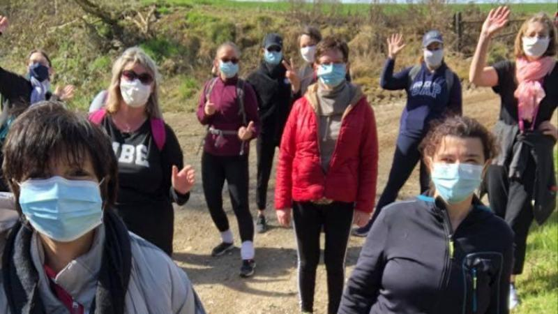 Pour garder une activité, et en attendant de reprendre les cours de danse, l'association organise des marches pour nettoyer la nature.