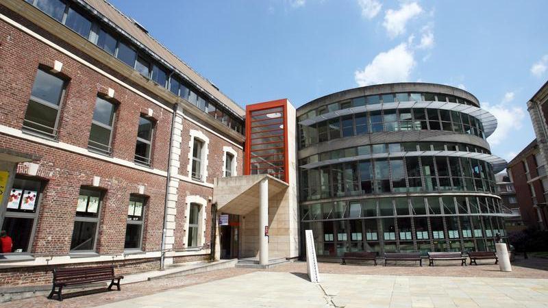 La médiathèque de Beauvais centre demeure ouverte les mercredis et samedis, ainsi que le vendredi après-midi.