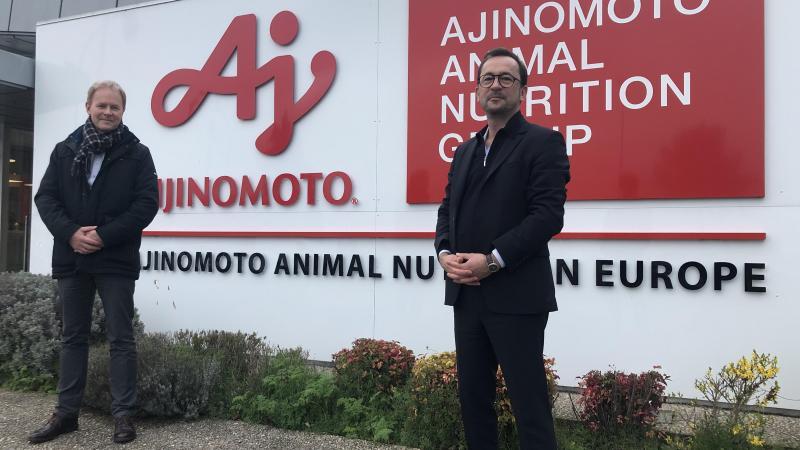 Le PDG de Metex Benjamin Gonzalez (à droite) aux côtés de David Demeestere actuel directeur général d'Ajinomoto Animal Nutrition Europe.