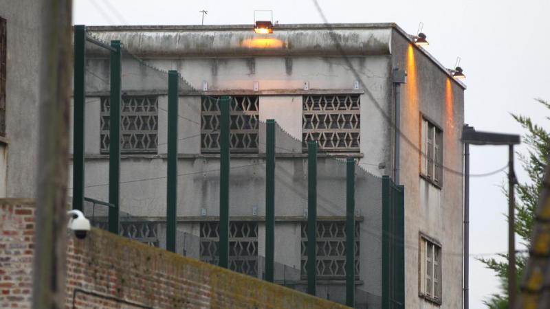 Le prévenu est reparti pour de longs mois à la maison d'arrêt d'Amiens.