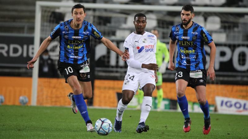 De retour ce samedi, Guillaume Heinry (à gauche) a disputé quatre derbys contre l'Amiens SC, dont trois avec Chambly et un avec Beauvais à l'occasion du 6etour de la Coupe de France en 2012.