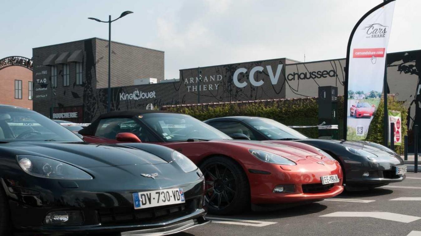 Belles Mecaniques Et Cylindrees De Luxe Sur Le Parking De Shopping