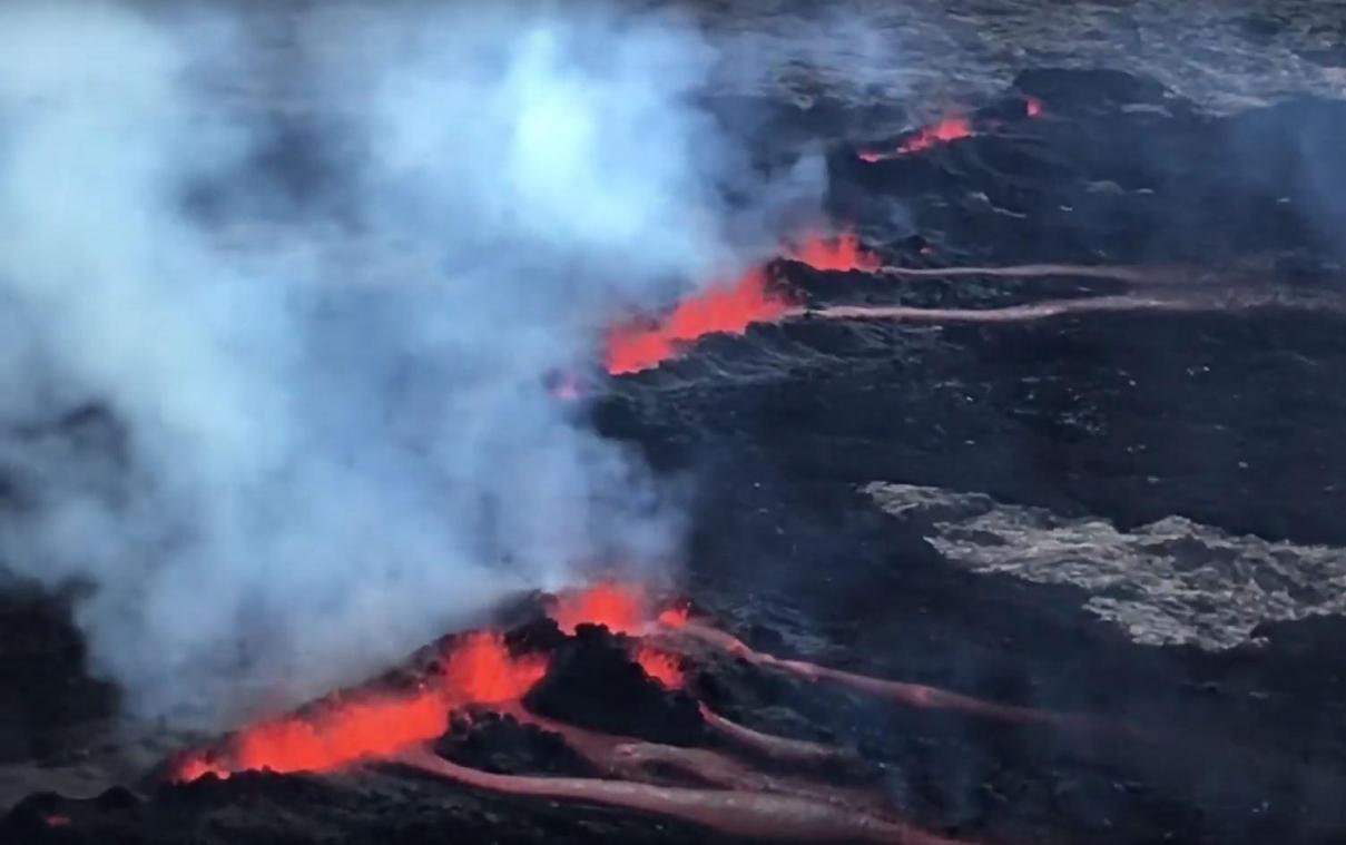 Le Piton De La Fournaise Est Entre En Eruption Pour La Troisieme