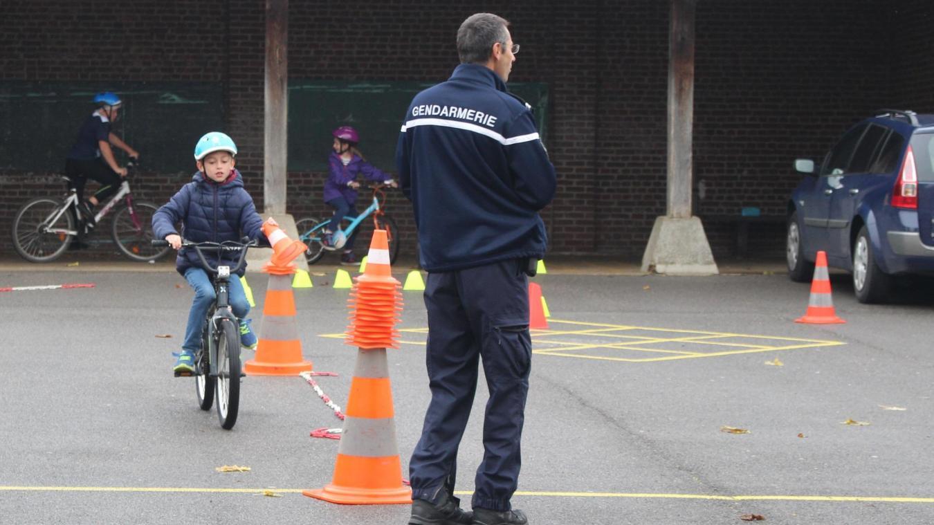 PRÉVENTION : La gendarmerie sensibilise les CM2 de Neuilly-en-Thelle à la sécurité routière - Courrier picard