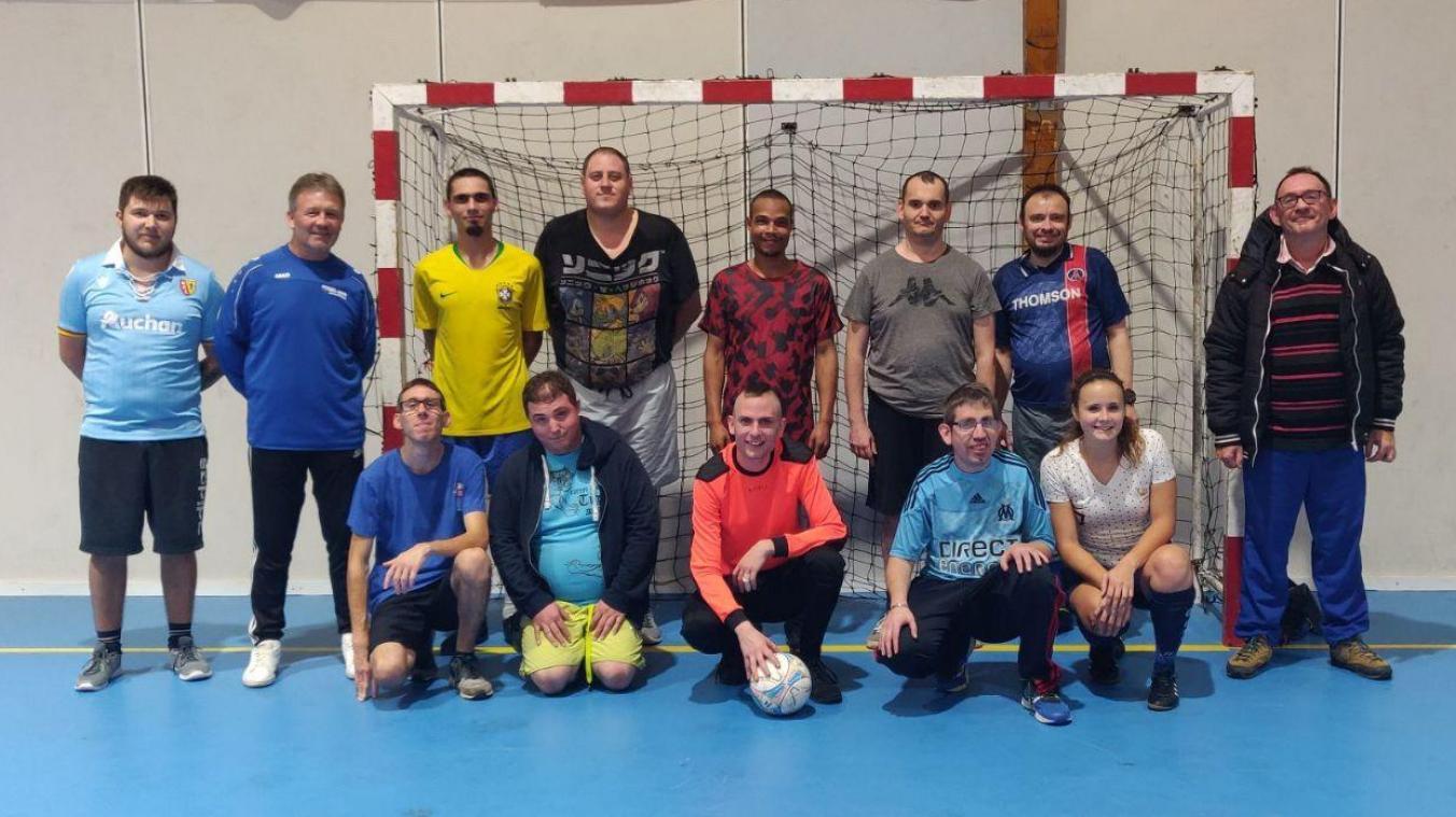 À Noyon, des séances de football stimulent les handicapés mentaux - Courrier picard