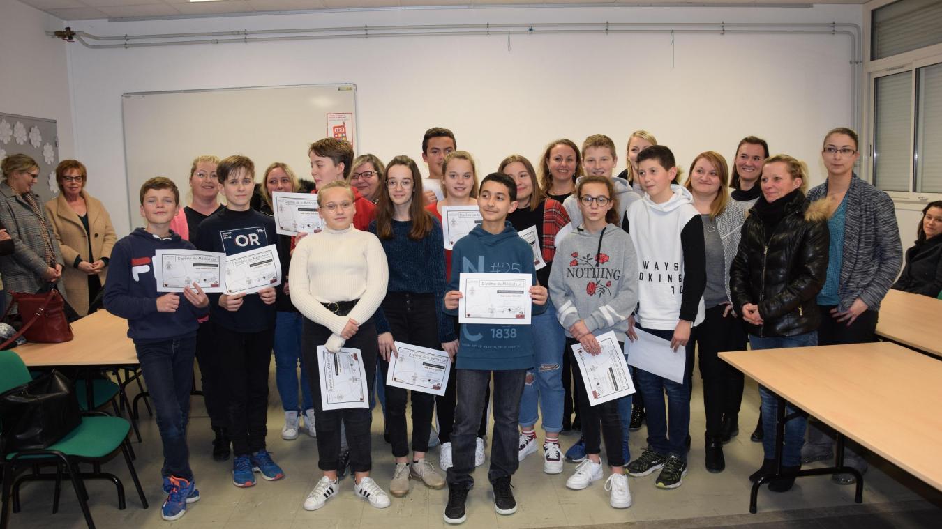 Douze élèves ont reçu leur diplôme.