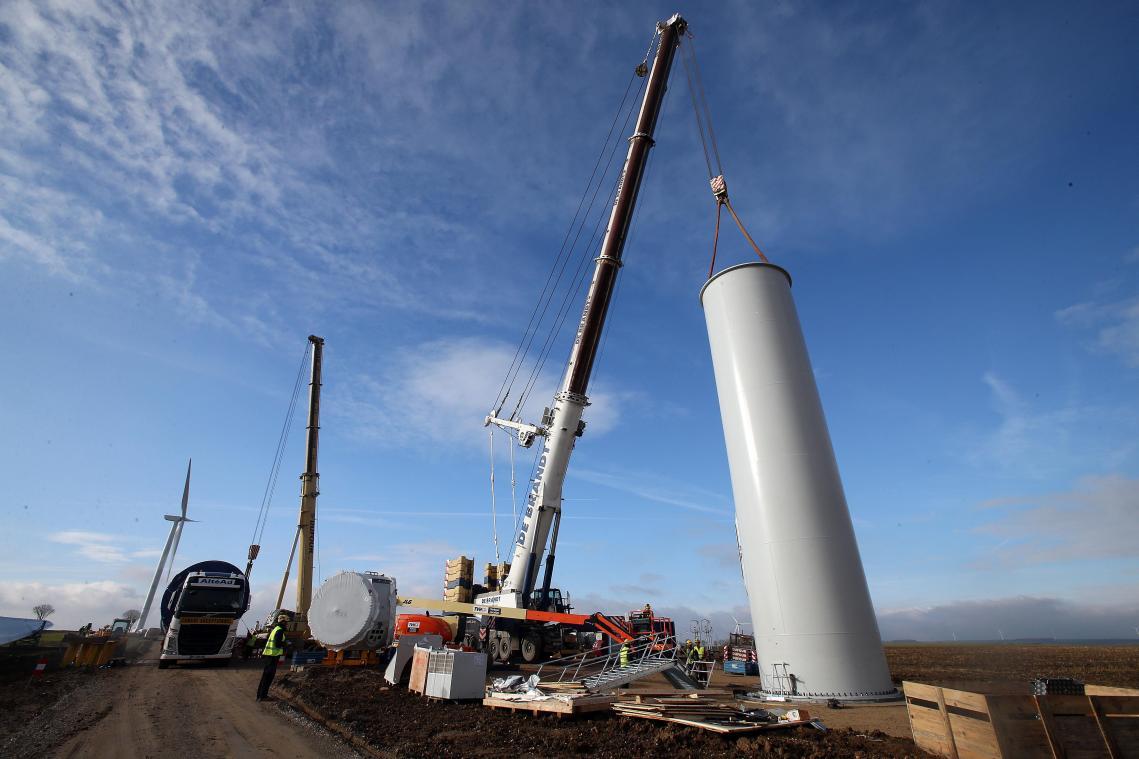 Dans la région championne de France des éoliennes, le opposants réclament un moratoire.