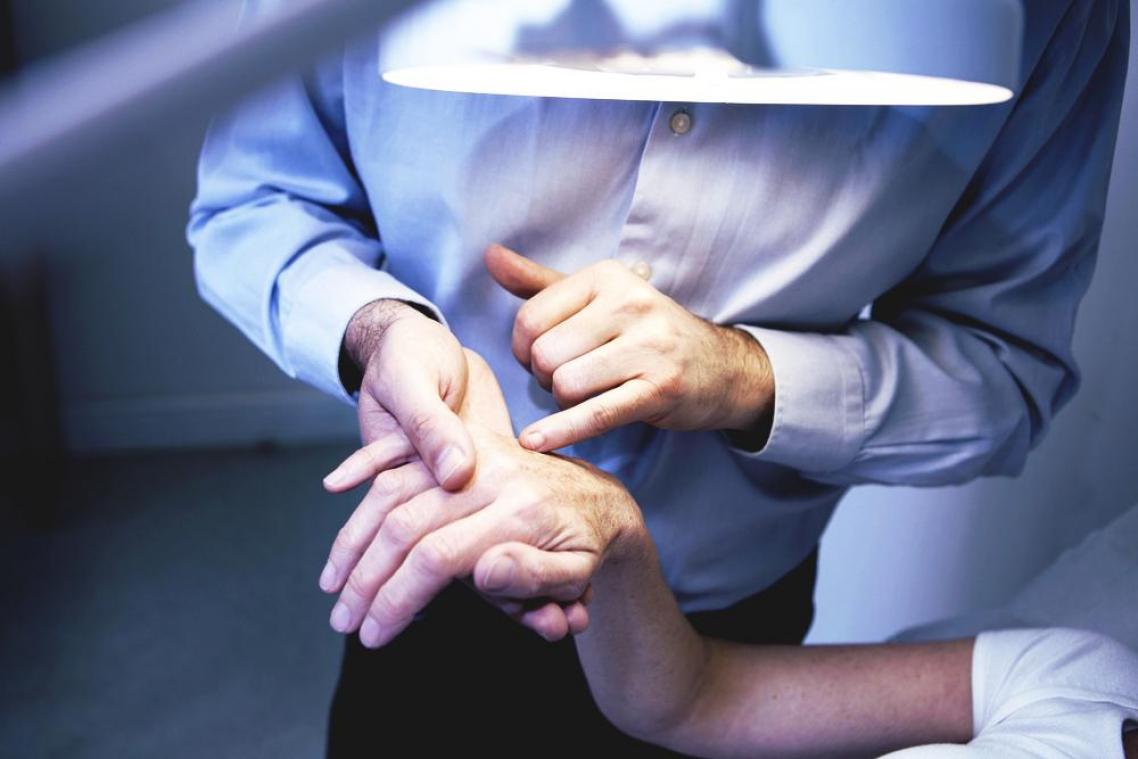 Engelures, rougeurs, urticaire... des symptômes cutanés du Covid-19 selon les dermatologues