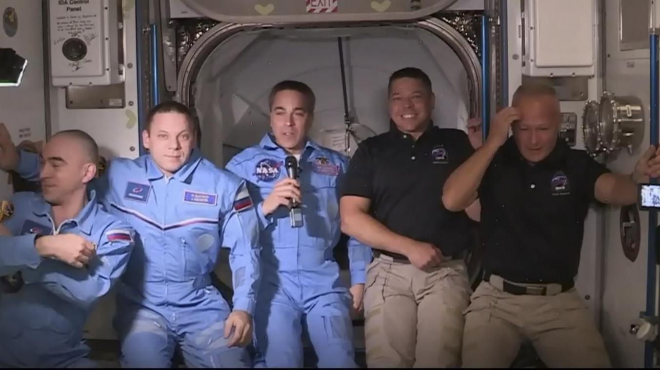 Les deux astronautes transportés par SpaceX entrent dans l'ISS