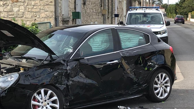 Un Blesse Leger Apres Un Accident De La Circulation Entre Un Camion Et Une Voiture A Tergnier