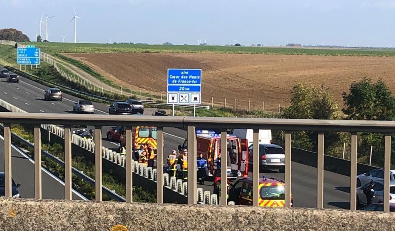 Deux motards de la gendarmerie grièvement blessés dans un accident sur l'A1 près de Roye