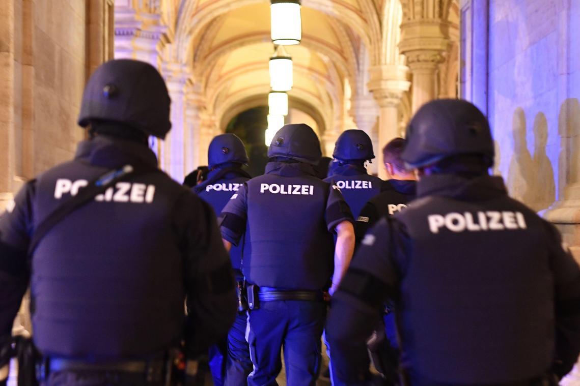 Six différents lieux visés, deux morts dont un suspect — Fusillade à Vienne