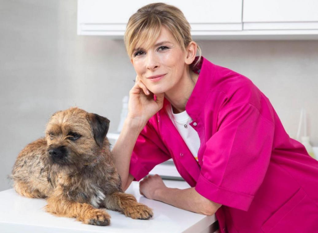 Votre chien a des plaques rouges sur le corps, est-ce dû au stress ? Réponse d'Hélène Gateau, notre célèbre vétérinaire et chroniqueuse