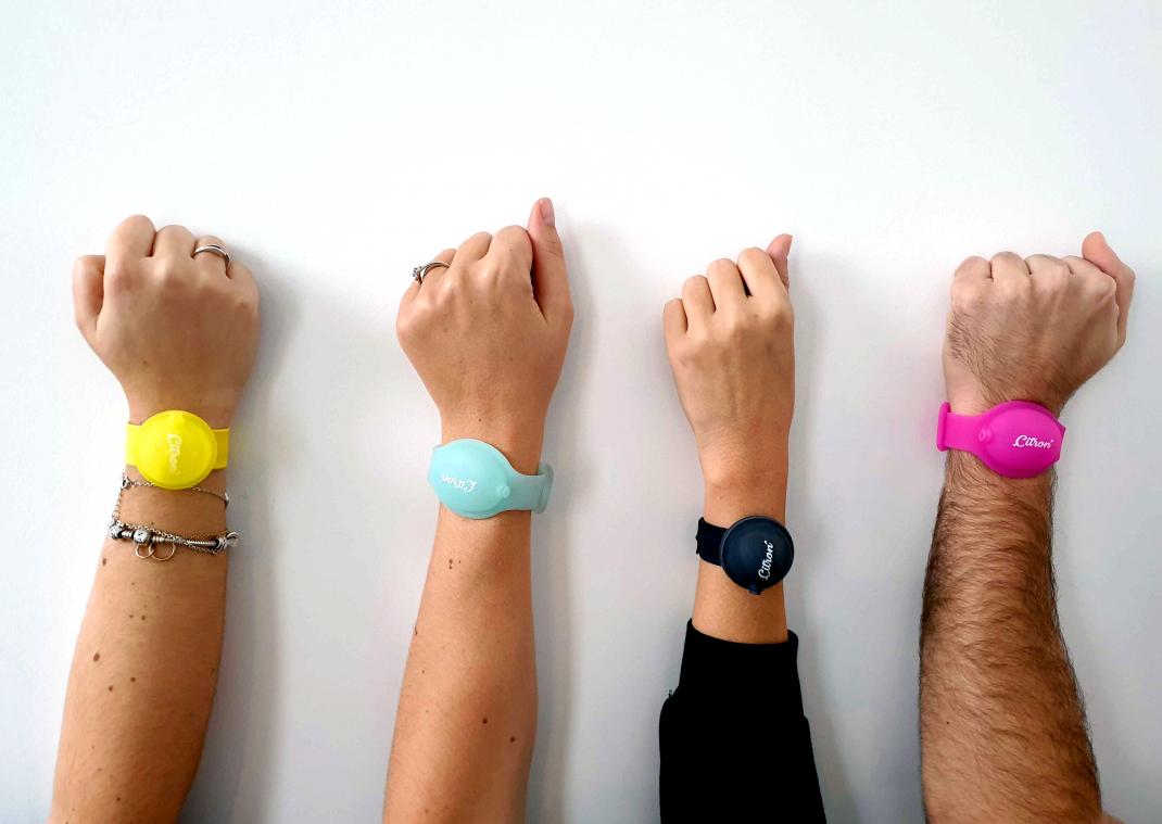 Initiative. Contre le Covid-19, une famille crée un bracelet distributeur de gel hydroalcoolique