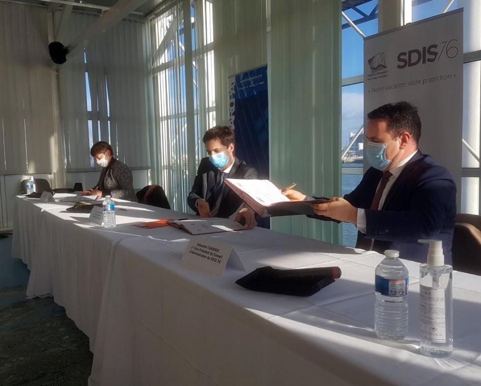 À l'heure de la signature de la convention, ce jeudi, à Port Center. (Photo CF/PN)
