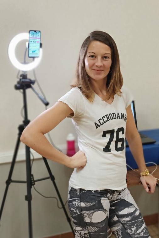 En ce moment, avec la crise sanitaire, Élodie Tersou donne des cours en ligne pour les adultes. Seuls les jeunes enfants ont droit à des ateliers en présentiel. (PhotoChristophe Dubuc)
