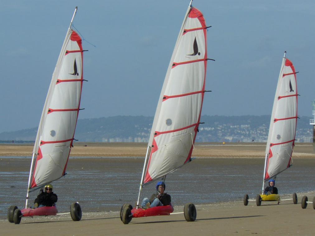 Possédant l'une des plus belles plages de Normandie, Cabourg est un terrain de jeu idéal  pour s'initier au char à voile. (Photo Calvados Tourisme)