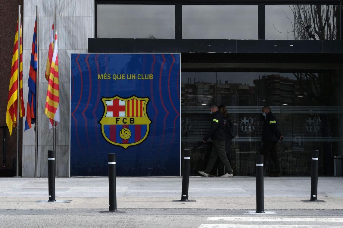 La police perquisitionne le FC Barcelone et arrête l'ancien président
