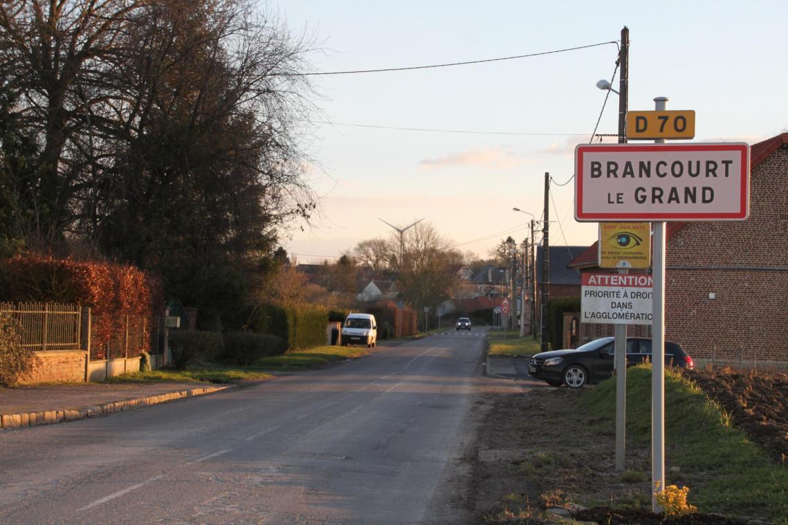 L'entrée du village va bientôt se dôter d'un trottoir, comme l'a décidé le conseil municipal.