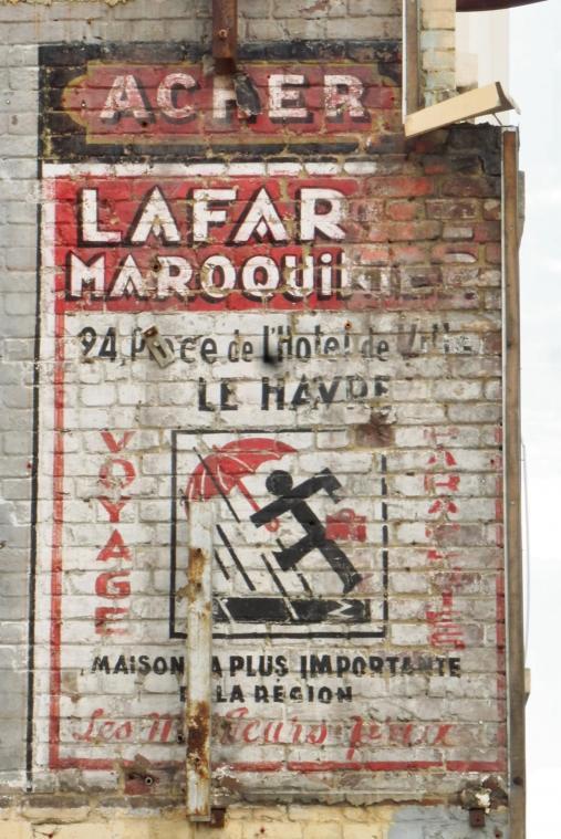Si la publicité a trouvé sa place dans les villes depuis le début du XXe siècle, cent ans plus tard son foisonnement pose problème. (Illustration PN)