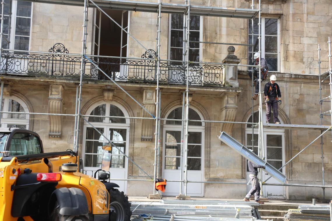 Dix jours de montage pour les deux façades du château
