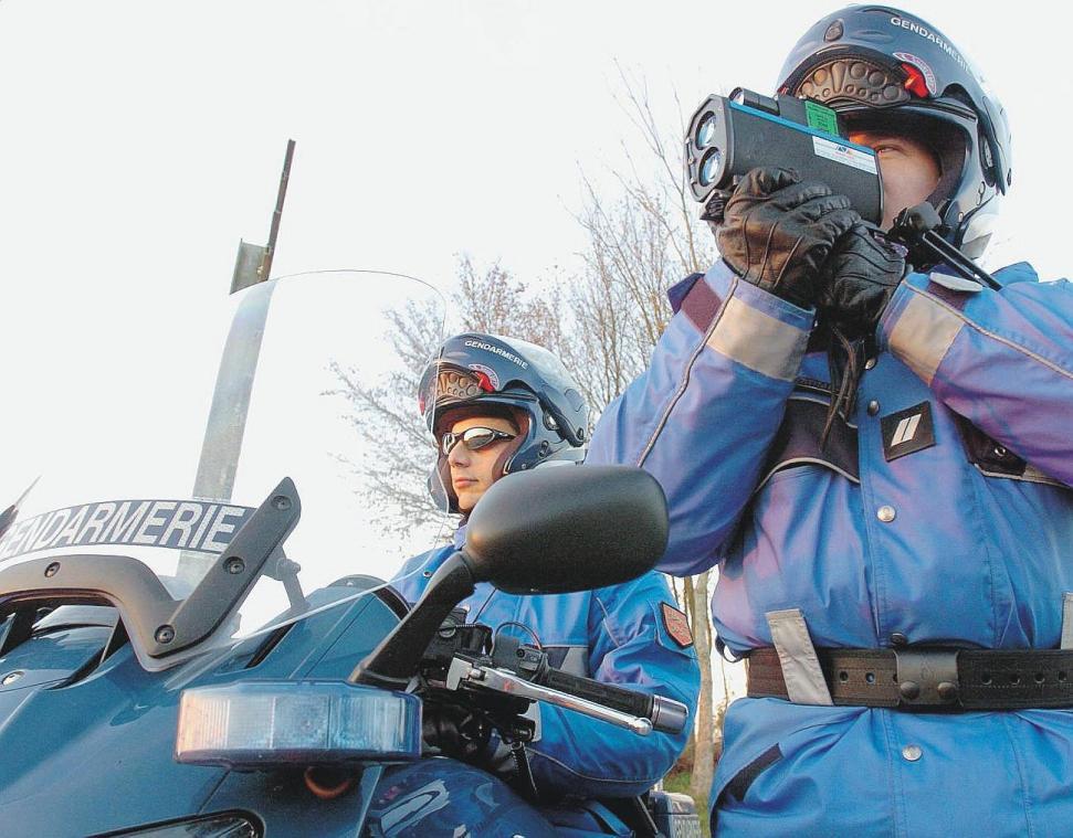 Les gendarmes de l'escadron départemental de sécurité routière ont contrôlé un automobiliste en grand excès de vitesse mercredi 24 mars 2021