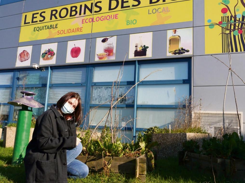Qui pour aider Élisa Leblond à semer dans le jardin collaboratif ? (Photo PN)
