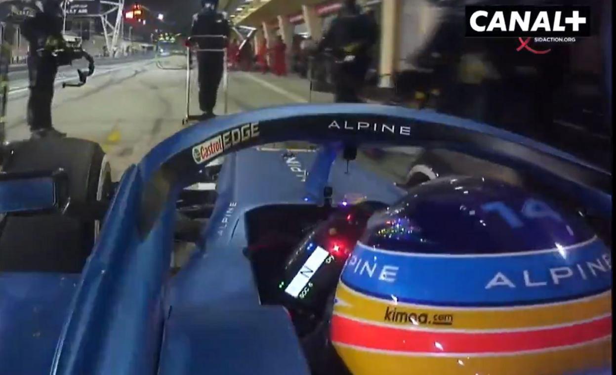 Fernando Alonso s'est arrêté après 33 tours de circuit à Bahreïn.