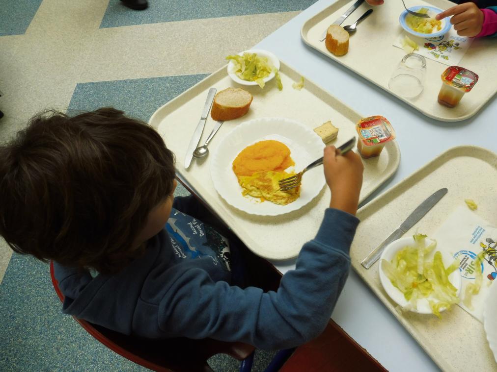 Parmi les mesures écoresponsables prévues par la municipalité, des menus bio et de produits locaux servis dans les cantines scolaires. (Photo d'illustration PN)