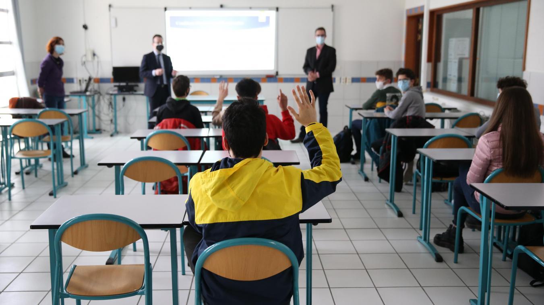 Les élèves ne retrouveront l'école physiquement que le 26 avril pour le primaire et le 3 mai pour le secondaire.