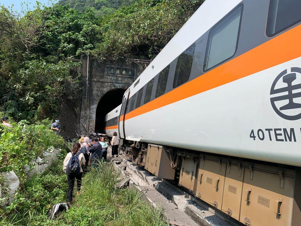 Déraillement d'un train à Taïwan: plusieurs personnes décédées