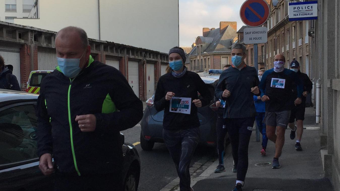 Les policiers abbevilois ont participé à l'opération Cours toujours, vendredi 2 avril. (Photo Alexandra MAUVIEL)