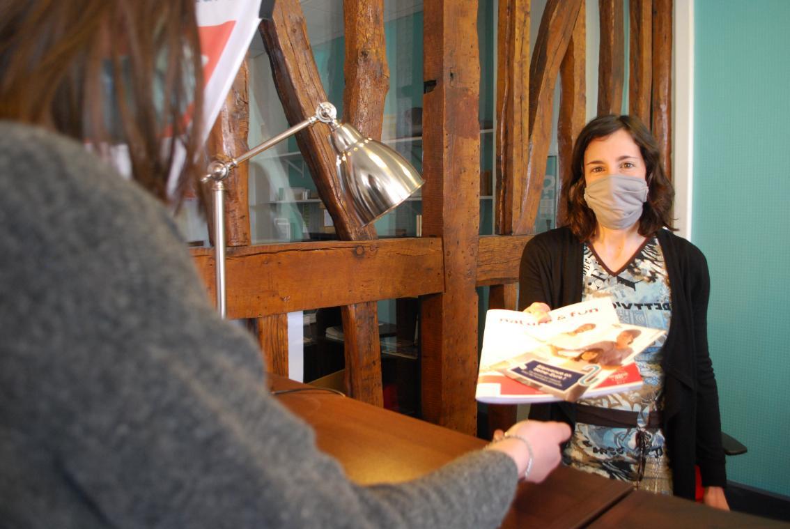 Distribution de brochures ou suivi de dossiers : la Maison de l'habitat accompagne les nouveaux arrivants. (Photo AC/PN)